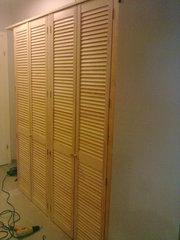 шкаф из дверей жалюзи - foto 9