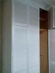 Шкаф стенка из жалюзийных дверей - foto 2