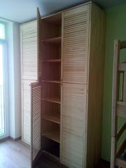 Встроенный шкаф- стенка из жалюзийных дверей в детскую комнату - foto 1