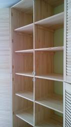 Встроенный шкаф- стенка из жалюзийных дверей в детскую комнату - foto 4