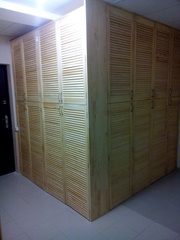 Угловой шкаф из жалюзийных дверей - foto 2