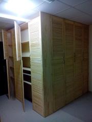 Угловой шкаф из жалюзийных дверей - foto 1