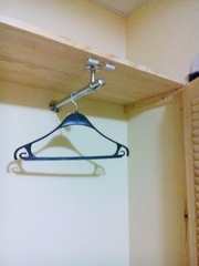 Угловой шкаф из жалюзийных дверей - foto 3