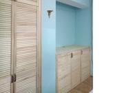 Комплект из встроенного шкафа и комода из жалюзийных дверей - foto 1