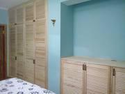 Комплект из встроенного шкафа и комода из жалюзийных дверей - foto 2