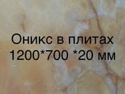 Мозаичное панно из природного камня обладает сдержанной изящностью