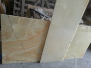 Доступны светлые мраморные плиты